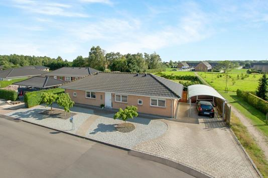 Villa på Hvenekildehaven i Odense NØ - Ejendommen