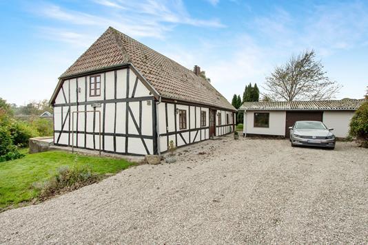 Villa på Kirkekrogen i Ullerslev - Ejendommen