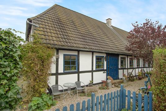 Villa på Neder-Holluf-Vej i Odense SØ - Ejendommen