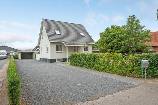 Villa på Over-Holluf-Vej i Odense SØ - Ejendommen