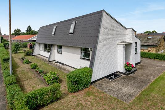 Villa på Skovløkkevej i Odense NØ - Ejendommen