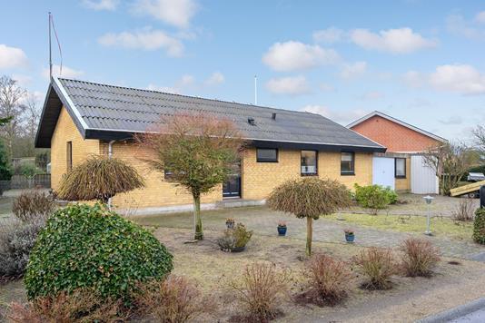 Villa på Tværvej i Odense NØ - Ejendommen