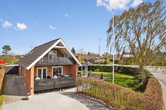 Villa på Stenhøjsvej i Viby J - Set fra vejen