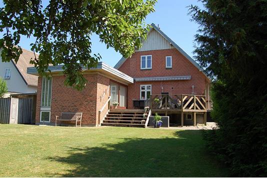 Villa på Reventlowsvej i Viby J - Ejendommen