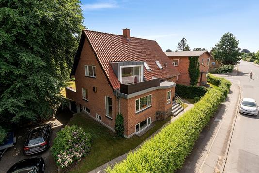 Villa på Carl Jensens Vej i Viby J - Set fra vejen