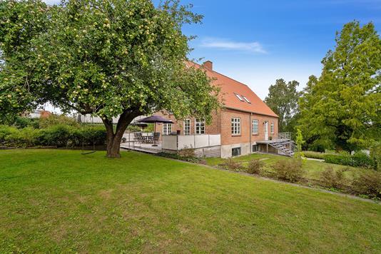 Villa på Kirketoften i Viby J - Set fra haven