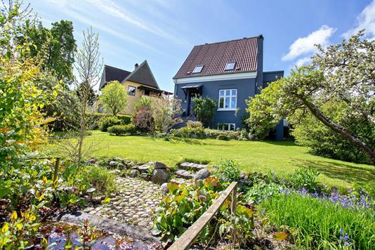 Villa på Solvangsvej i Viby J - Ejendommen