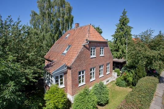 Villa på Bernstorffsvej i Viby J - Set fra vejen