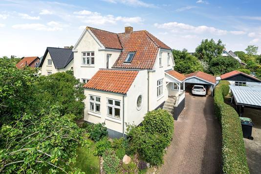 Villa på Niels Bohrs Vej i Viby J - Set fra vejen