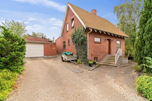 Villa på Kirkevej i Viby J - Set fra vejen