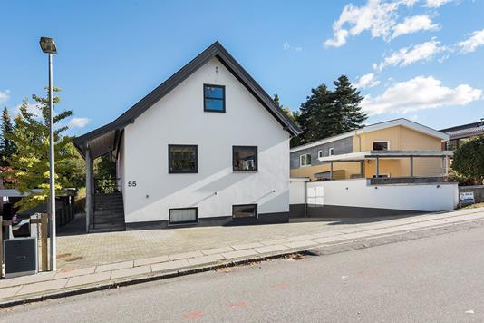 Villa på Bernstorffsvej i Viby J - Ejendommen