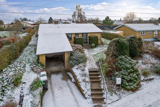 Villa på Jyllands Allé i Viby J - Ejendommen