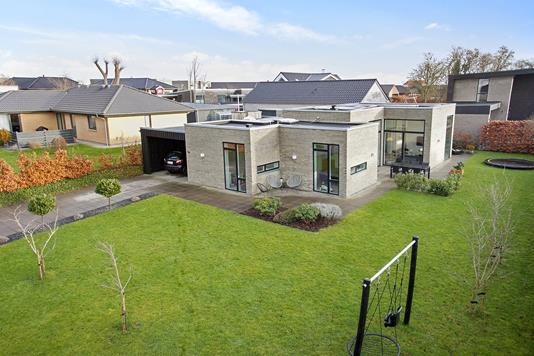 Villa på Salamanderparken i Viby J - Set fra haven