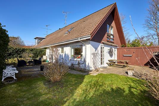 Rækkehus på Munkerup Strandvej i Dronningmølle - Ejendommen