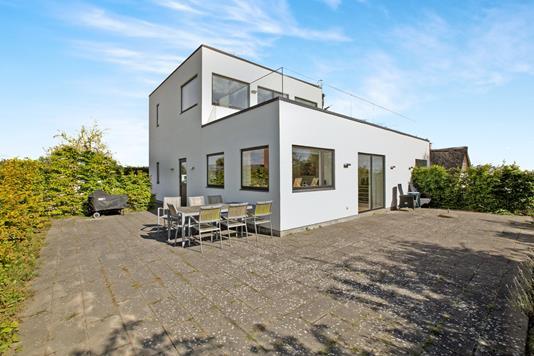 Villa på Segaltvej i Skødstrup - Ejendommen