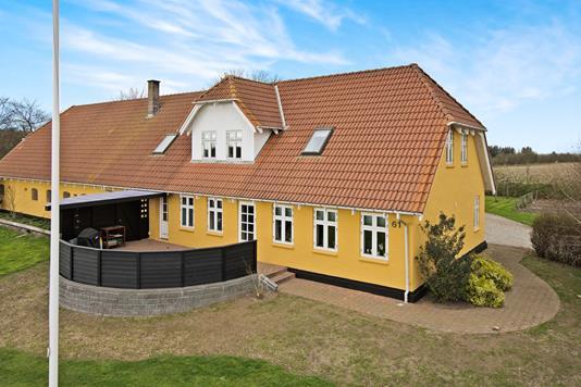 Landejendom på Plougstrupvej i Gredstedbro - Ejendommen