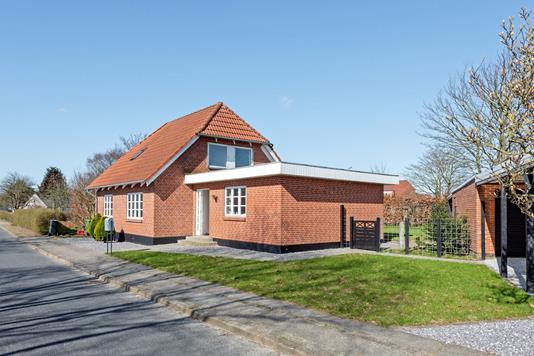 Villa på Plougstrupvej i Gredstedbro - Ejendommen