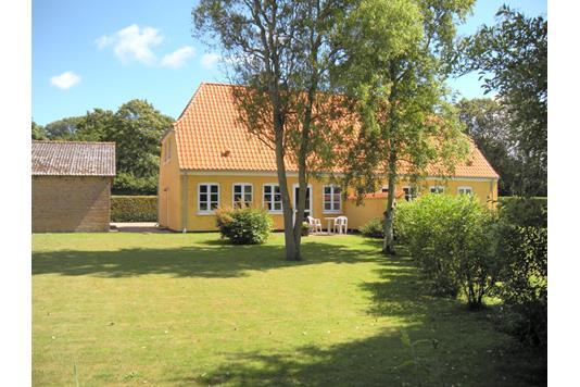 Villa på Simmerbølle Kirkevej i Rudkøbing - Ejendommen