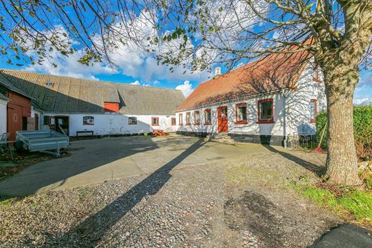 Landejendom på Møllevejen i Strynø - Udendørs