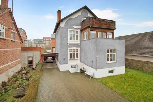 Villa på Torben Oxes Allé i København S - Ejendommen