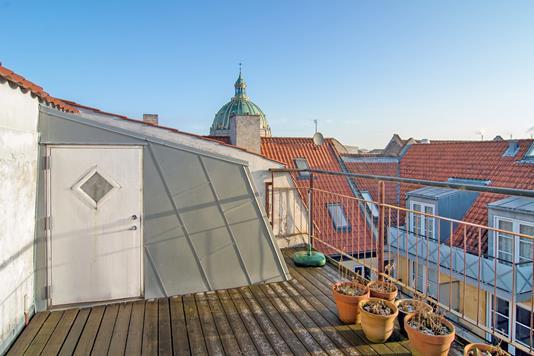 Ejerlejlighed på Dronningens Tværgade i København K - Ejendommen