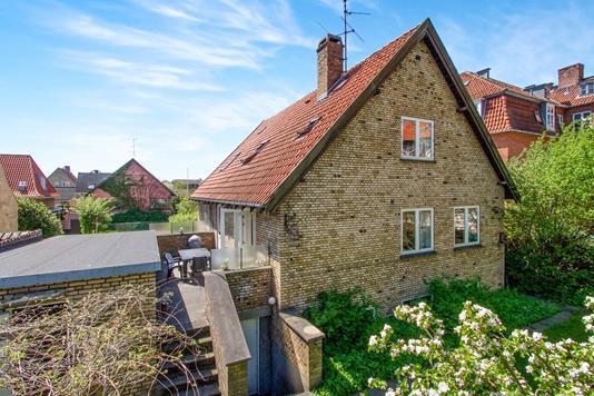 Villa på Hardenbergvej i Valby - Ejendommen