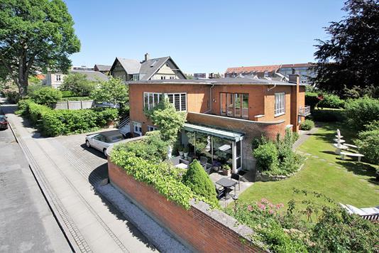 Villa på Ole Bruuns Vej i Charlottenlund - Ejendommen