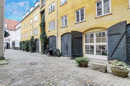 Ejerlejlighed på Lille Strandstræde i København K - Ejendommen