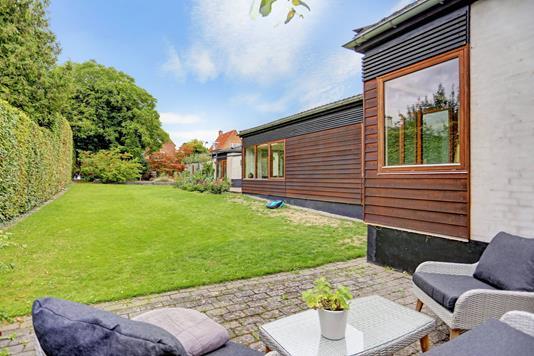 Villa på Bernstorfflund Allé i Charlottenlund - Have