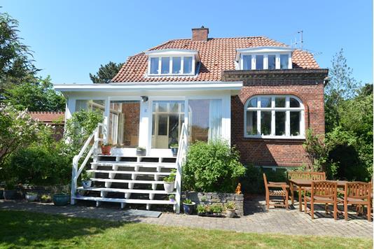 Villa på Charlottenlundvej i Hellerup - Ejendommen