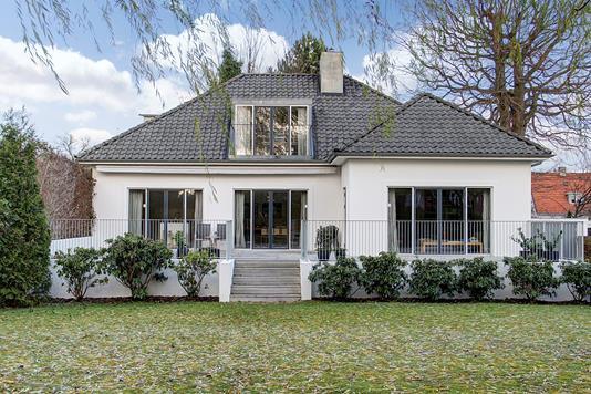 Villa på Skovshovedvej i Charlottenlund - Ejendommen