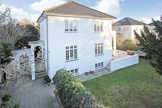 Villa på Sommervej i Charlottenlund - Ejendommen