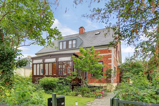 Villa på Rådhusvej i Charlottenlund - Ejendommen