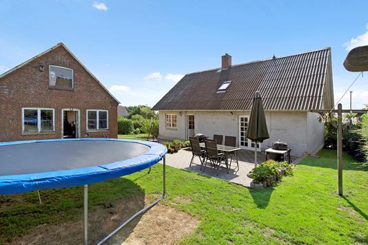 Villa på Barrit Langgade i Barrit - Have