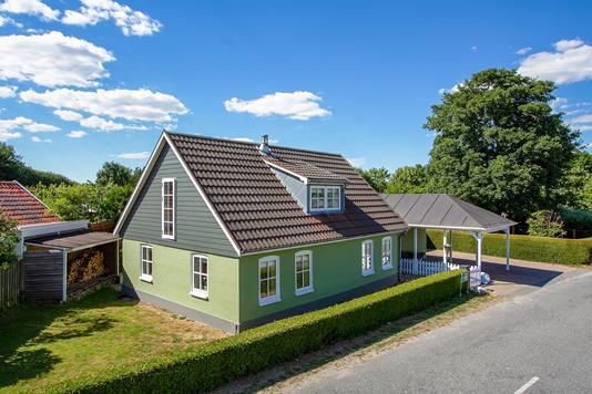Villa på Fårupvej i Sabro - Set fra vejen