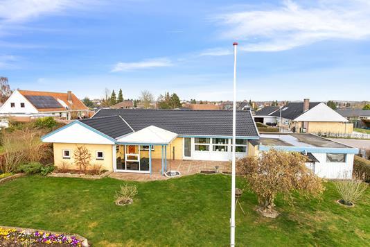 Villa på Halmøvænget i Tilst - Set fra haven