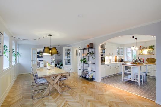 Villa på Løvkærvej i Sabro - Køkken alrum