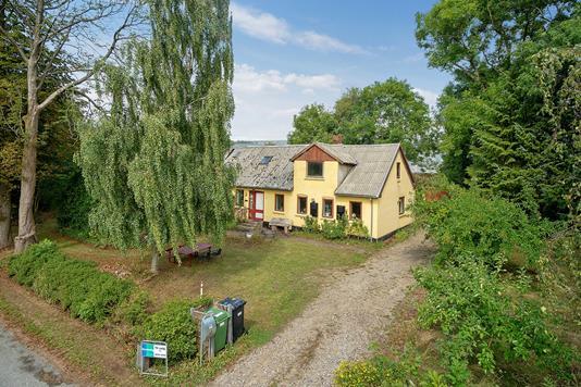 Villa på Skivholmevej i Sabro - Set fra vejen