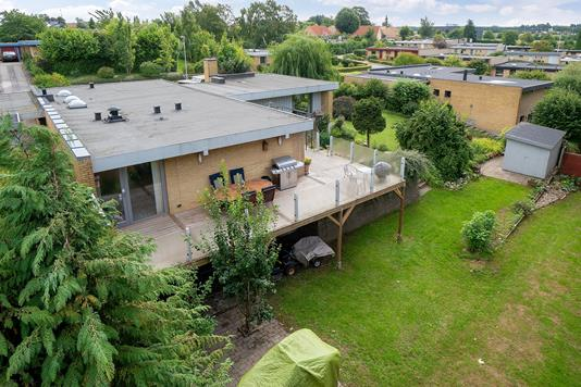 Villa på Søbakkevej i Tilst - Set fra haven