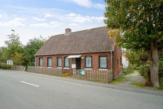 Villa på Tilst Østervej i Tilst - Set fra vejen