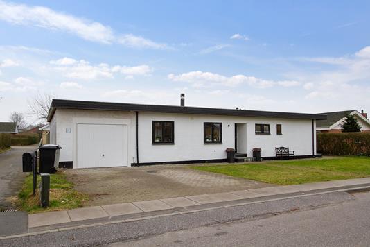 Villa på Tornballevej i Tilst - Set fra vejen