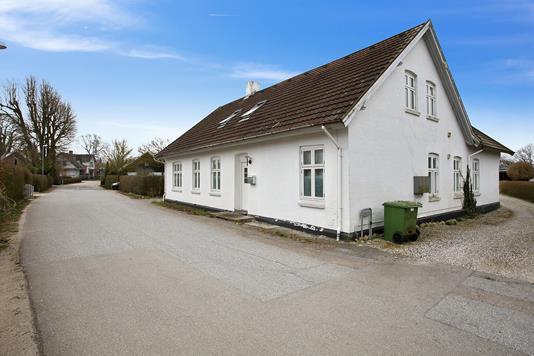 Villa på Bysmedevej i Tilst - Set fra vejen