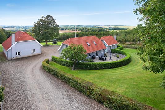 Villa på Yderupvej i Tilst - Set fra vejen