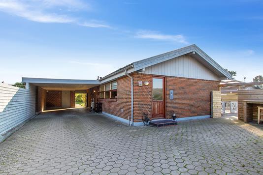 Villa på Farøvænget i Tilst - Set fra vejen
