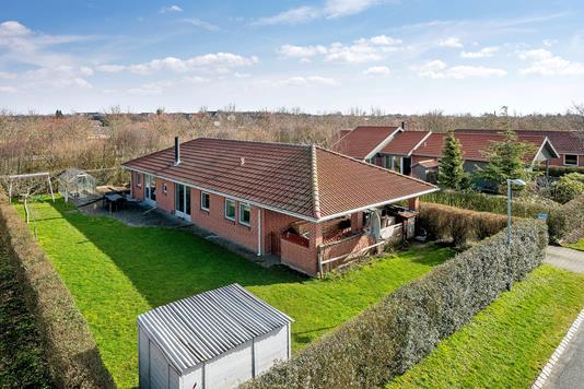 Villa på Lerbjerg i Tilst - Set fra vejen