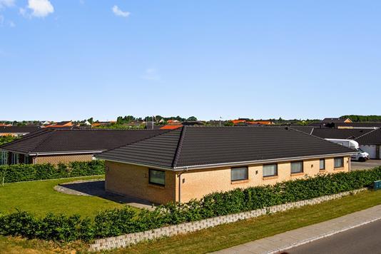 Villa på Østervænget i Tilst - Set fra vejen