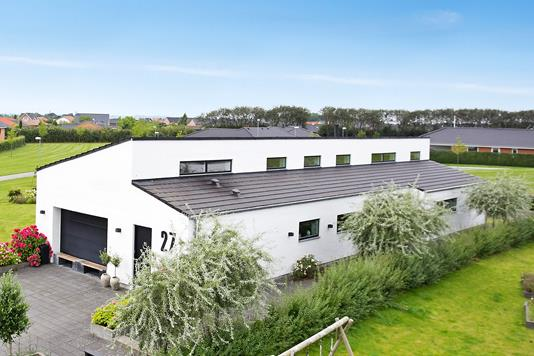 Villa på Blomstervænget i Tilst - Ejendommen