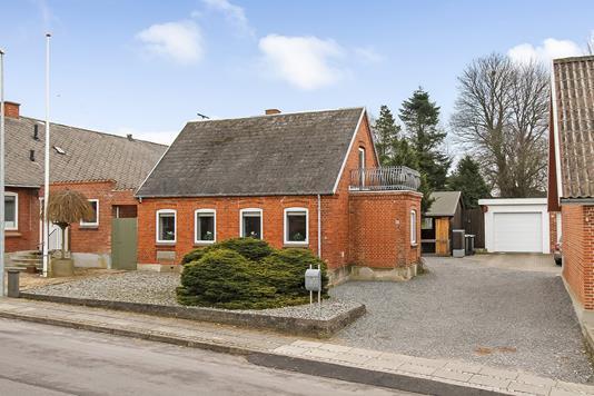 Villa på Helstrupvej i Randers NV - Ejendommen