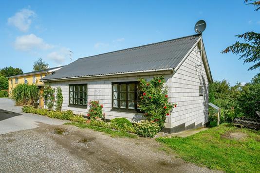 Villa på Gammel Vinkelvej i Havndal - Ejendommen