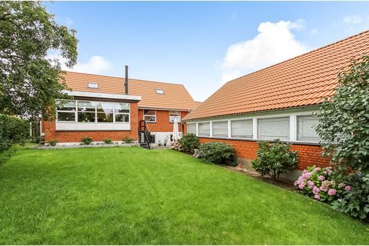 Villa på Valdemarsvej i Randers SØ - Ejendommen